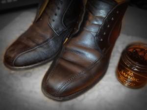 De eerste schoen met Pommadier behandeld